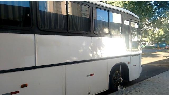 Ônibus Vendo ou Troco Por Carro R$ 25.000,00 - Foto 3