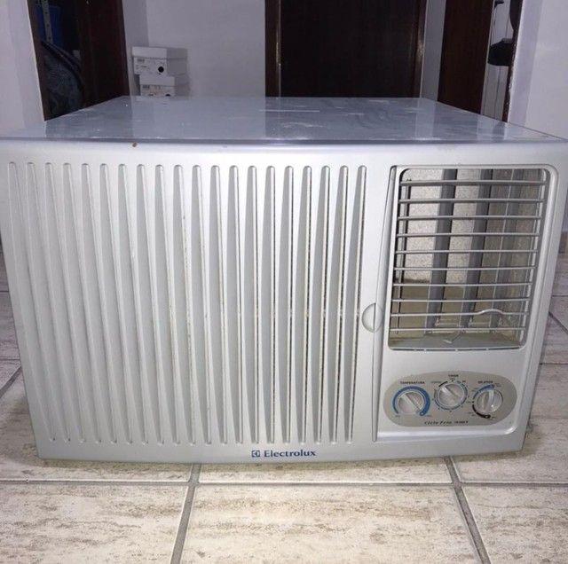 Ar condicionado em ótimas condições de uso