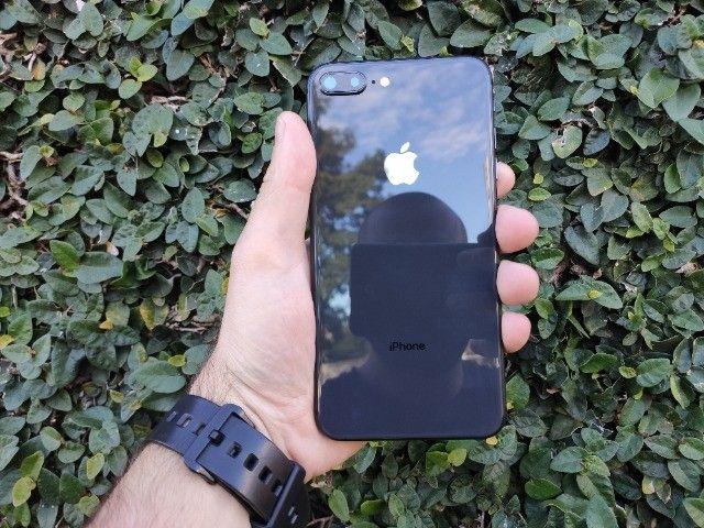 iPhone 8 plus 64gb - bateria 100% - Impecável