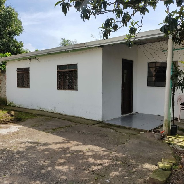 Casa fundos - Bairro Fátima