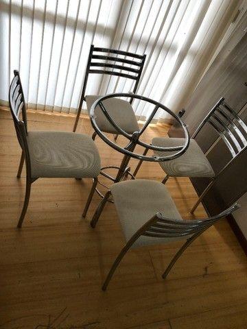 Conjunto mesa de vidro com 4 Cadeiras - Foto 4
