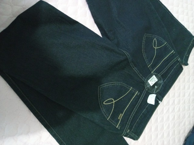 Roupas. Vestidos e calça  - Foto 2