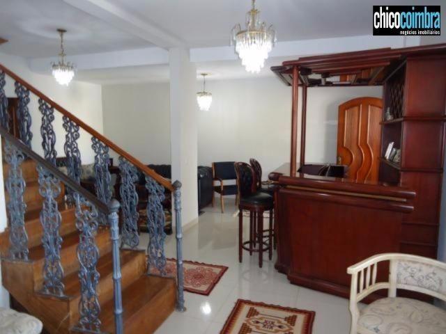 Sobrado no Setor Coimbra, 4 suítes amplas, 4 salas, escritório, área de lazer, porcelanato - Foto 3