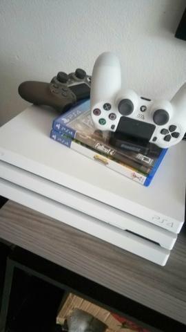 Playstation 4 Pro White 1TB 4K
