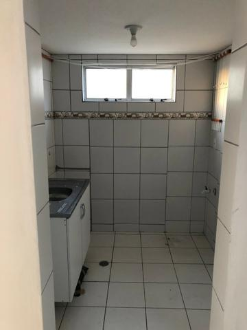 Vendo Apartamento no Cond. Vivendas Parnamirim com garagem coberta no 2º andar - Foto 4