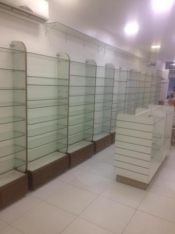 Módulos expositores de parede ,Prateleiras em vidro para lojas