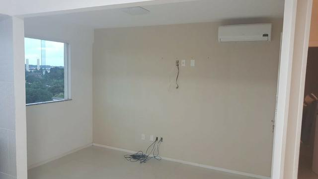 Alugo apartamento de 2 quartos na estrada do coco em frente ao Shopping Busca Vida - Foto 3