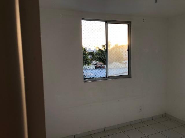 Vendo Apartamento no Cond. Vivendas Parnamirim com garagem coberta no 2º andar - Foto 6
