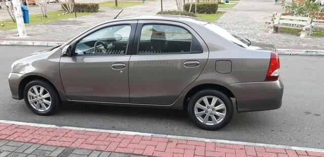 Toyota Etios X Plus 1.5 sedan - Foto 2
