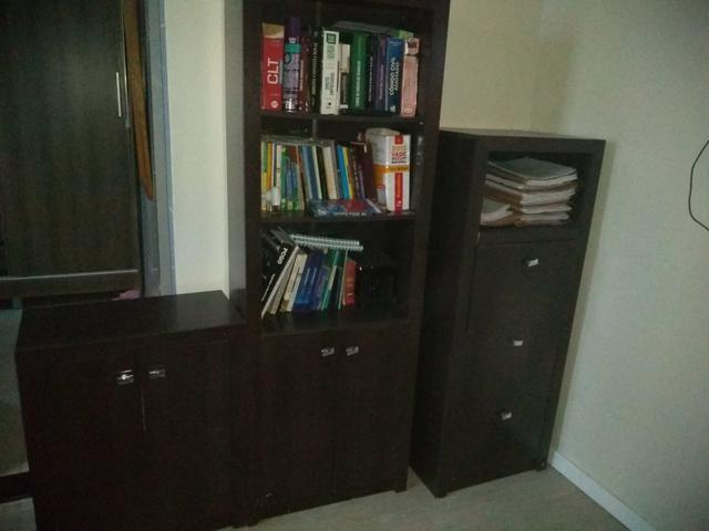 Mesa, gaveteiro, estante e mesinha