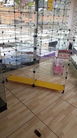 Expositor, vitrine, prateleira ou balcão de vidro com pezinho