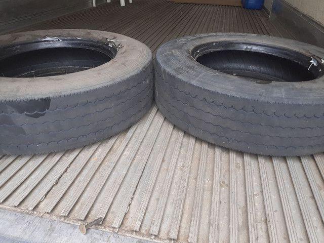 Vende se dois pneus meia vida