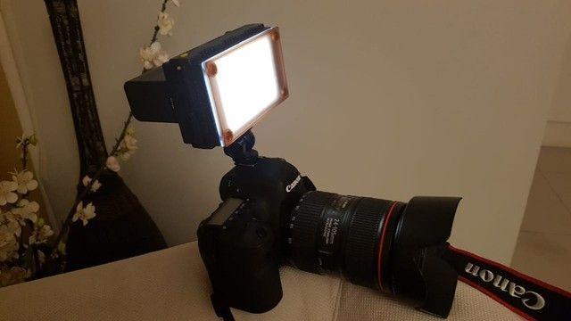 Iluminador Led Z 96 Para Câmeras DSLR para Vídeo e Fotografias. - Foto 2