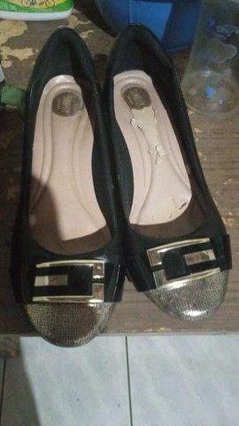 Bolsa e sapatos em bom estado pra uso - Foto 2