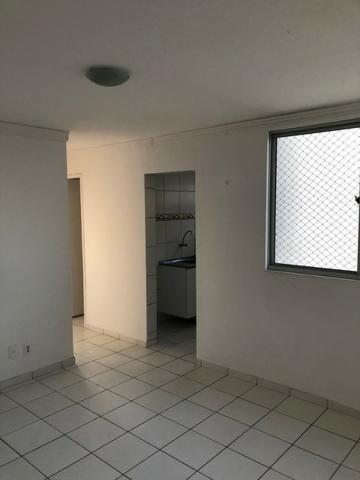 Vendo Apartamento no Cond. Vivendas Parnamirim com garagem coberta no 2º andar - Foto 2