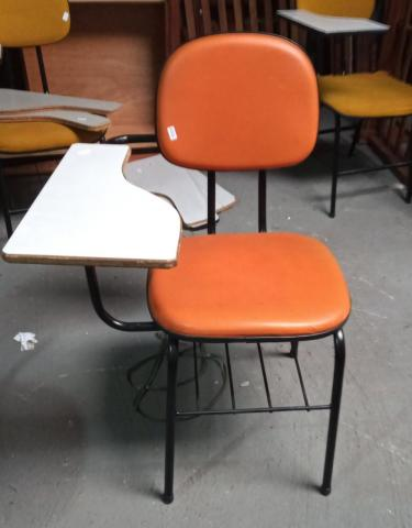 Carteira Escolar em Courino Laranja 87 cm x  50 cm x  44.5 cm - Foto 6