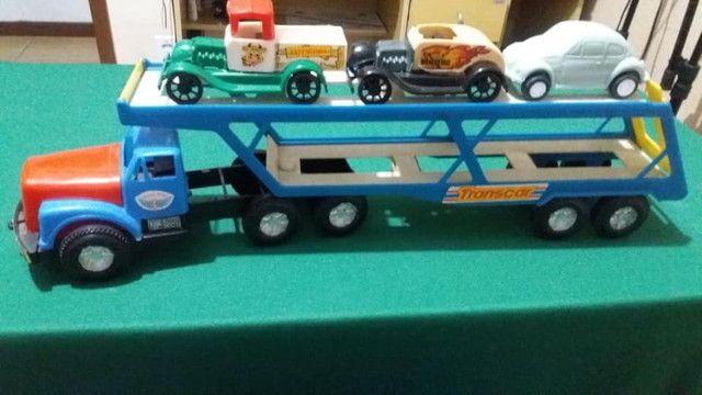 Antigo caminhão transbeque da mimo com 3 minis