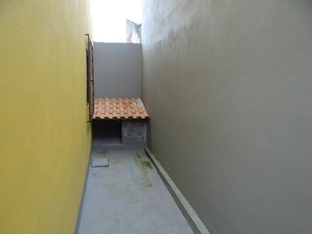 Lindo sobrado, 04 dormitórios, 03 banheiros, terreno todo murado - Foto 4