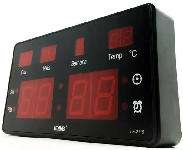 Relógio de Parede LED Digital Temperatura Grande - Foto 2