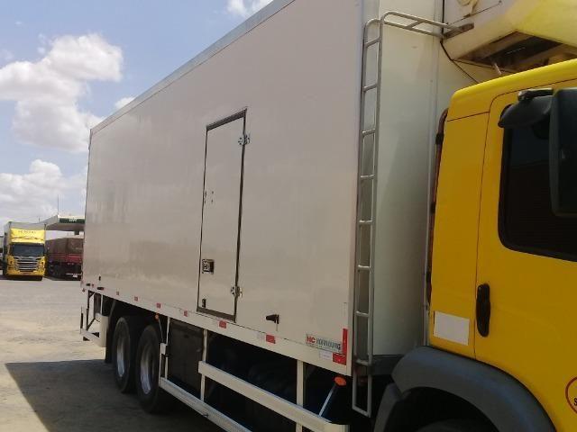 Caminhão Baú Câmara fria - Foto 2