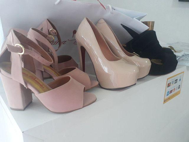 Vendo sapatos de festa muitos modelos , porém pouca numeração. - Foto 2
