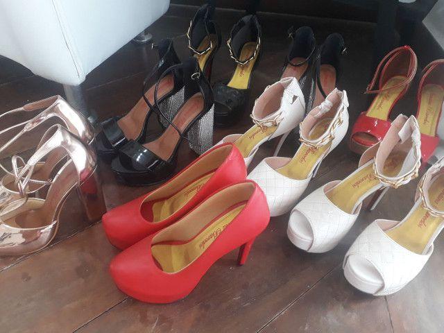Vendo sapatos de festa muitos modelos , porém pouca numeração. - Foto 3