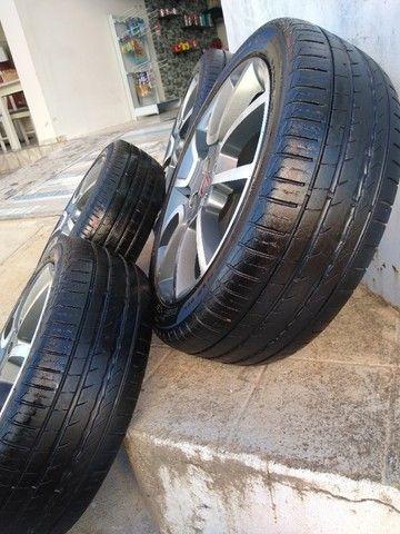 Jogo de 5 rodas aro 17 com pneus em bom estado - Foto 3