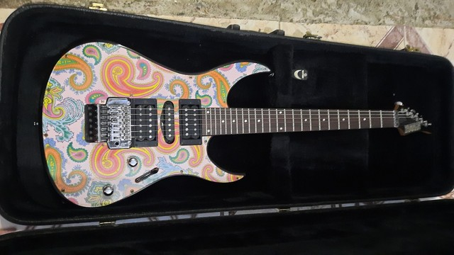 Guitarra YAMAHA 321FP