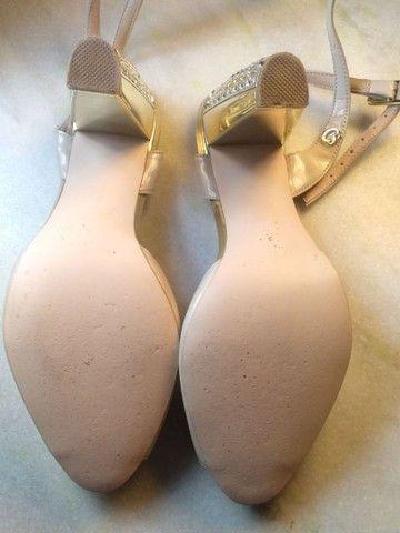 Sandália de salto Carmen Steffens - Foto 2