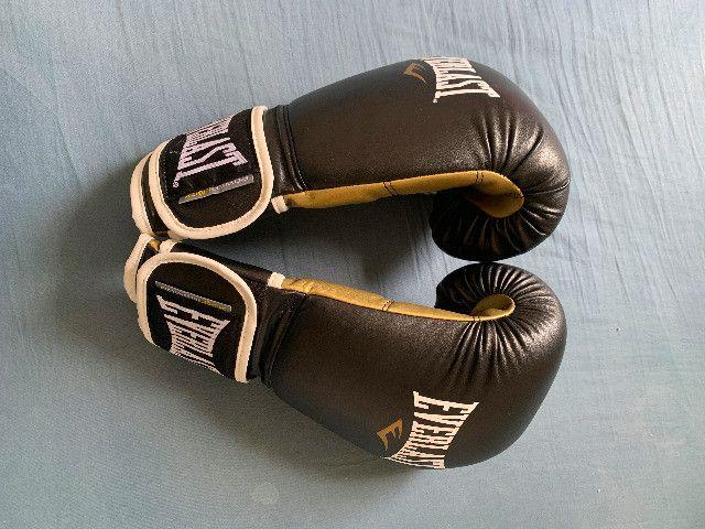 Luvas De Treino Pro Style Everlast Preto / Dourado 16 Oz - Foto 4