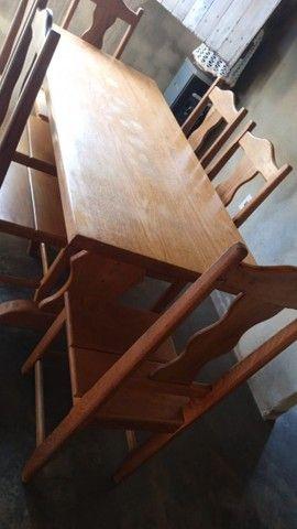 Mesa de madeira com 6cadeiras - Foto 2