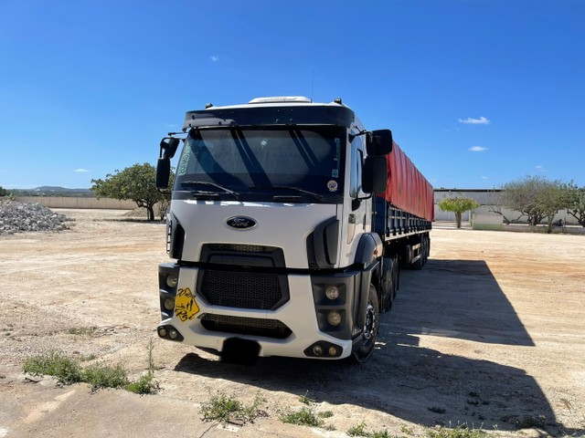 FORD CARGO 2842 6x2 ano 2015!