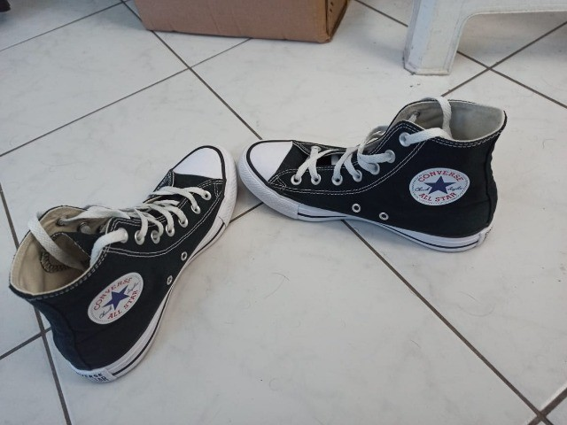 Tenis all star converse cano alto preto com branco 170,00 tam 36 unisex - Foto 2