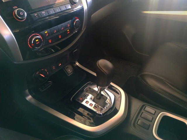 Nissan Frontier 2.3 Turbo Diesel SE CD 4x4 Automática 2018 - Foto 8