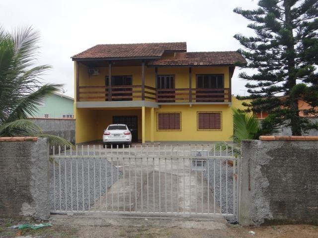 Lindo sobrado, 04 dormitórios, 03 banheiros, terreno todo murado - Foto 14
