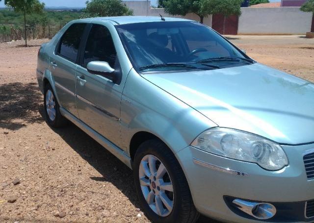 Vendo Siena 1.8 8v Dualógic 2010 Completão Carro de Família - Foto 5