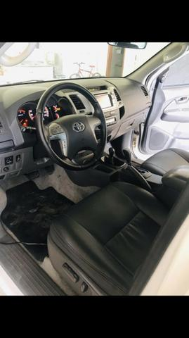 Hilux SRV 2012 com controle de tração, bancos elétricos e roda 17 original - Foto 5