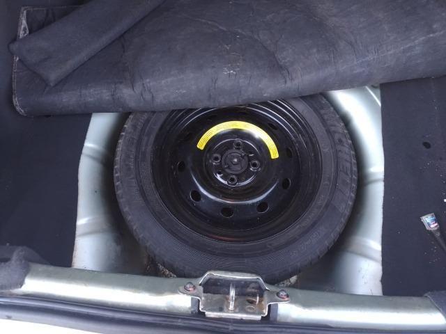Vendo Siena 1.8 8v Dualógic 2010 Completão Carro de Família - Foto 7