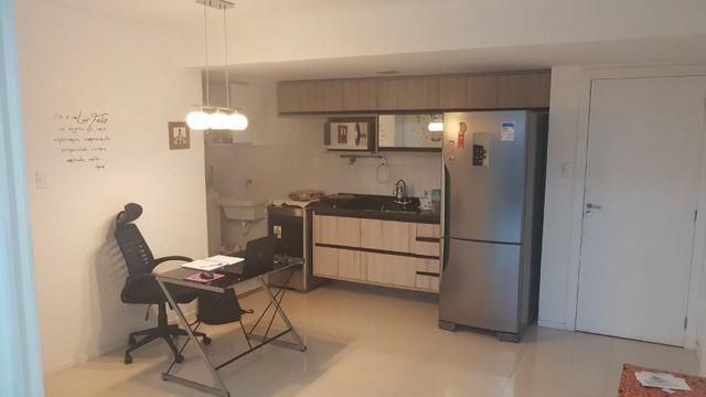 Alugo apartamento de 2 quartos na estrada do coco em frente ao Shopping Busca Vida
