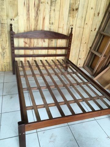 Cama de madeira maciça de Angelim Pedra