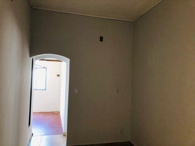 Vendo ou Alugo casa no Boa Esperança à 2 quadras do portão central UFMT