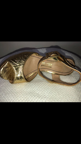 Sandália dourada Santa Lolla tamanho 34 - Foto 5