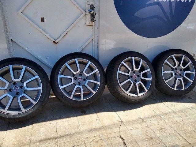 Jogo de 5 rodas aro 17 com pneus em bom estado