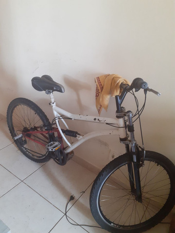 Vendo essa bicicleta aro 26 - Foto 2