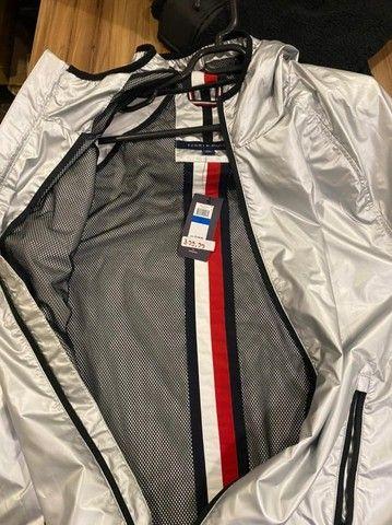 Jaqueta corta vento masculina tommy hilfiger impermeavel - Foto 5
