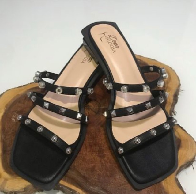 Sandália lindaa, super estilosa e confortável!