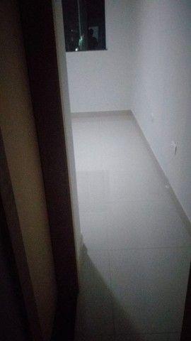 Procuro ,uma pessoa pra dividir aluguel ,em residência, casa nova bem localizada  - Foto 3