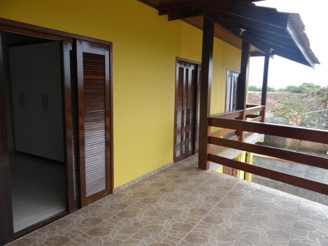 Lindo sobrado, 04 dormitórios, 03 banheiros, terreno todo murado - Foto 2