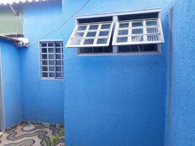 Vd casa 2 quartos, com casa de fundos de 1 quarto, R$ 210 mil aceito financiamento - Foto 17