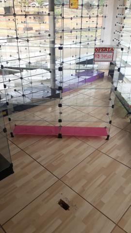 Prateleira, vitrine ou balcão de vidro com pezinho